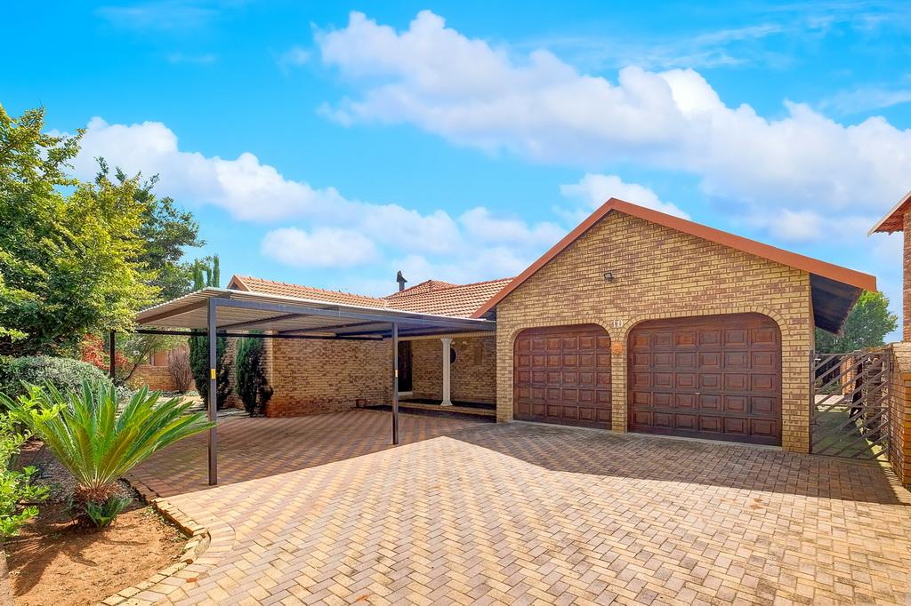 4 BedroomHouse For Sale In Sunward Park Ext 10
