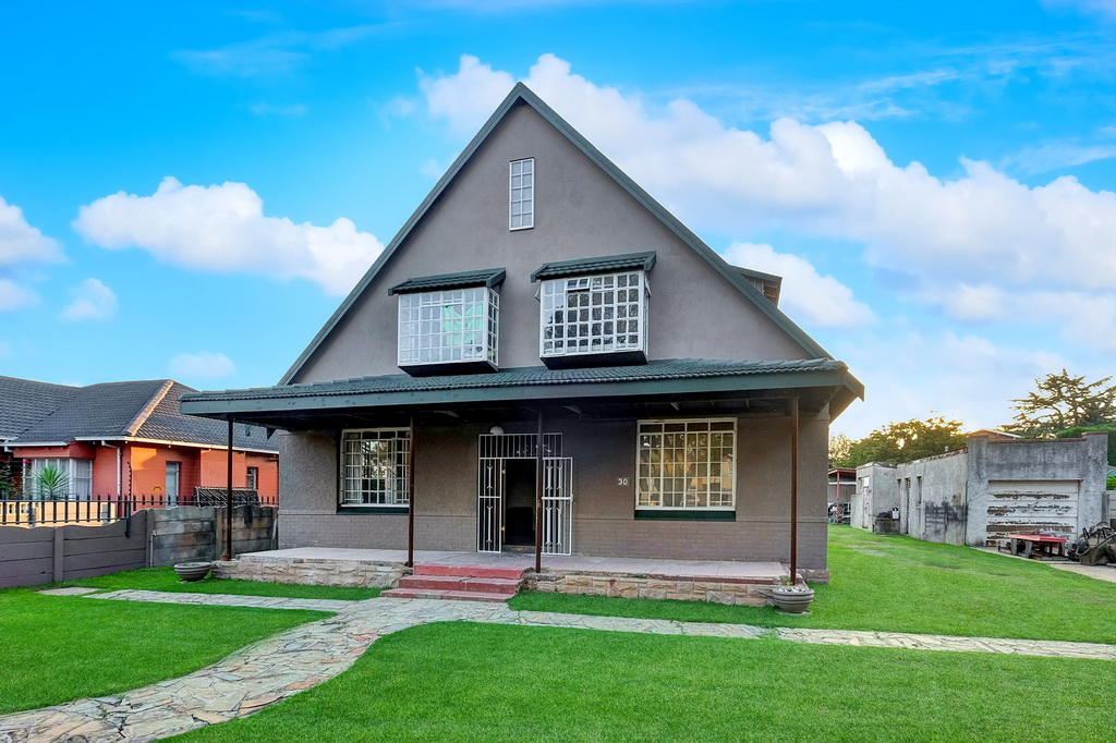 6 BedroomHouse For Sale In Selection Park