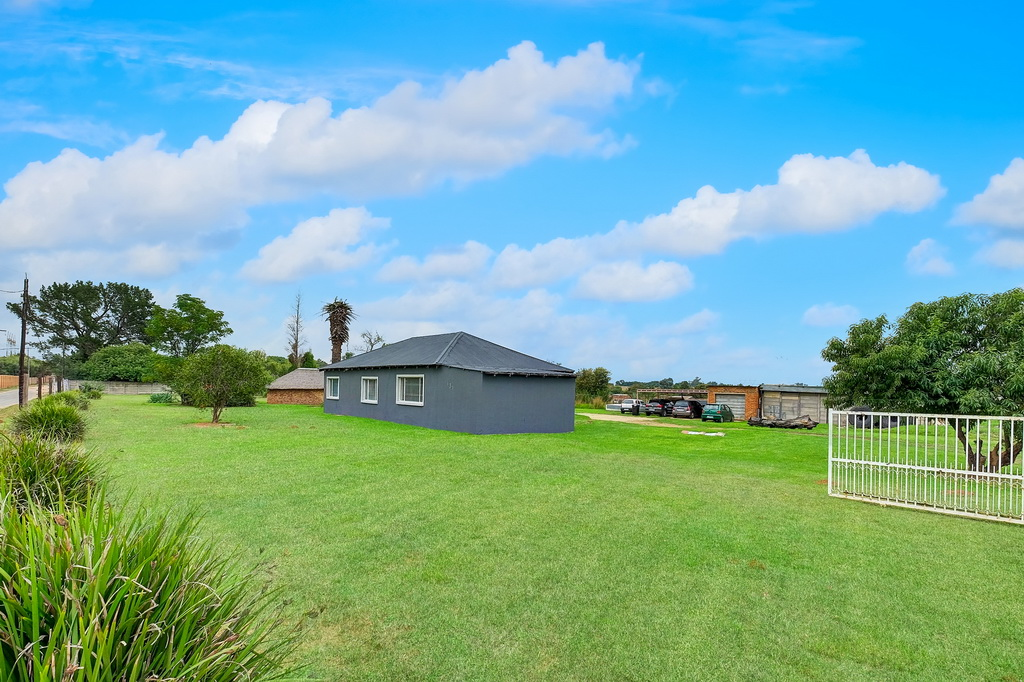 3 BedroomHouse For Sale In Benoni Small Farms