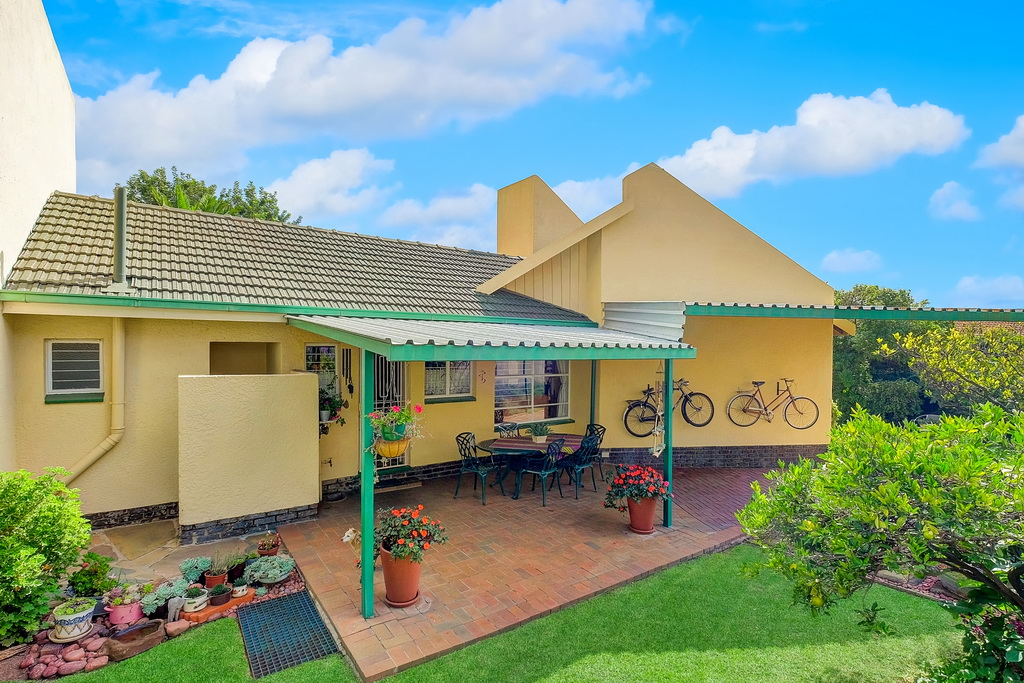4 BedroomHouse For Sale In Glen Marais