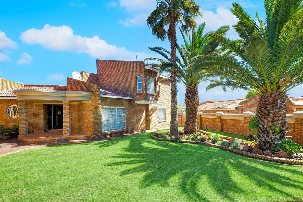4 BedroomHouse For Sale In Dalpark Ext 1