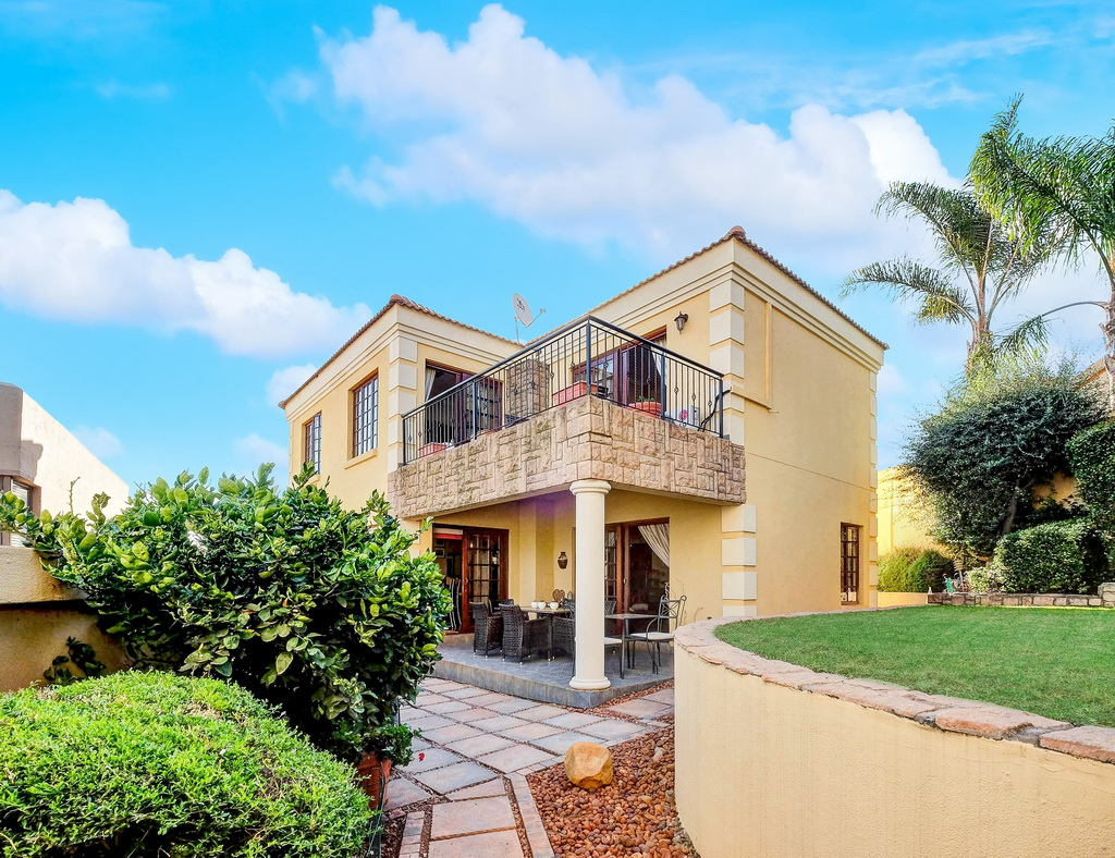3 BedroomHouse For Sale In Bassonia Rock