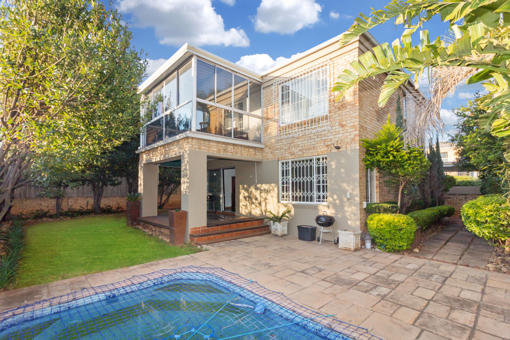 3 BedroomTownhouse For Sale In Weltevreden Park