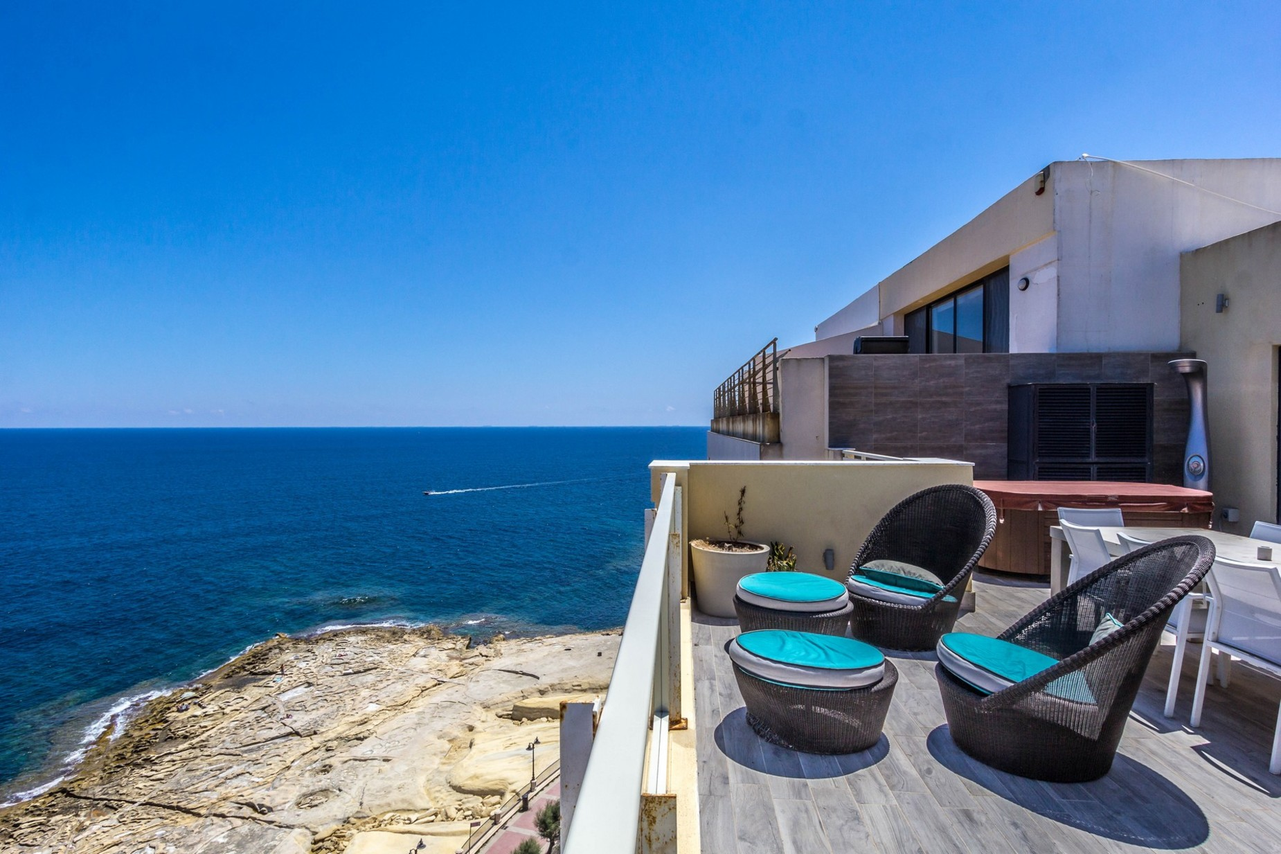 3 bed Penthouse For Rent in Sliema, Sliema - thumb 4