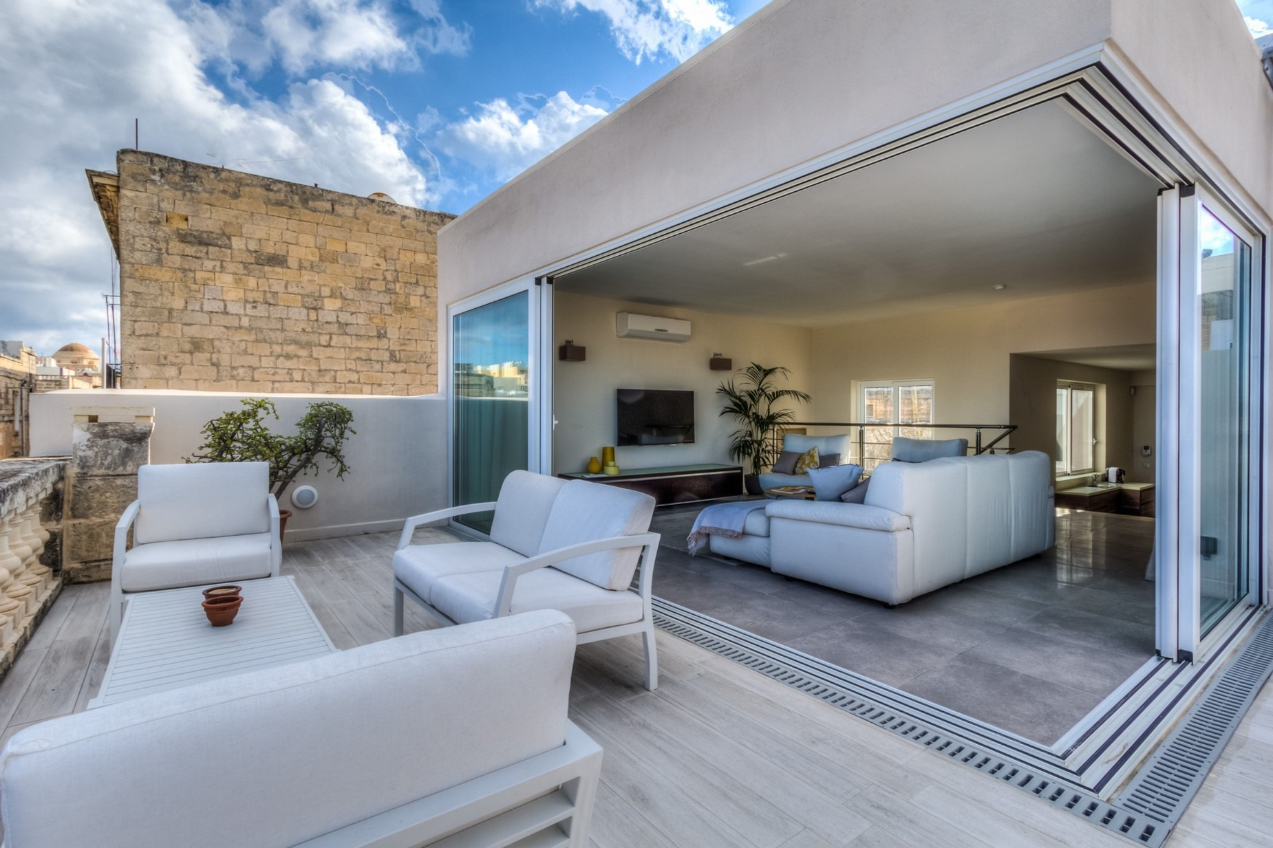 2 bed Penthouse For Rent in Valletta, Valletta - thumb 2
