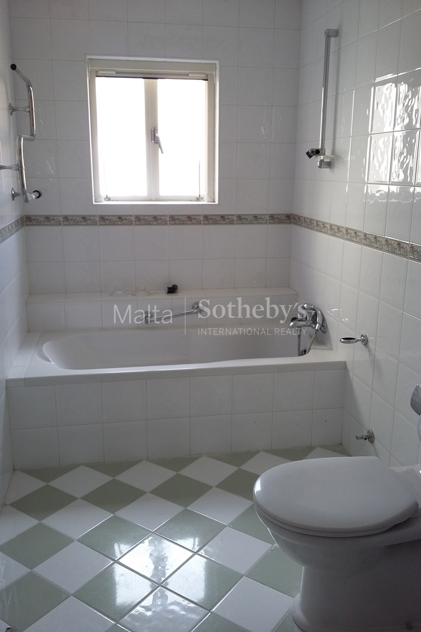 4 bed Town House For Rent in Sliema, Sliema - thumb 7