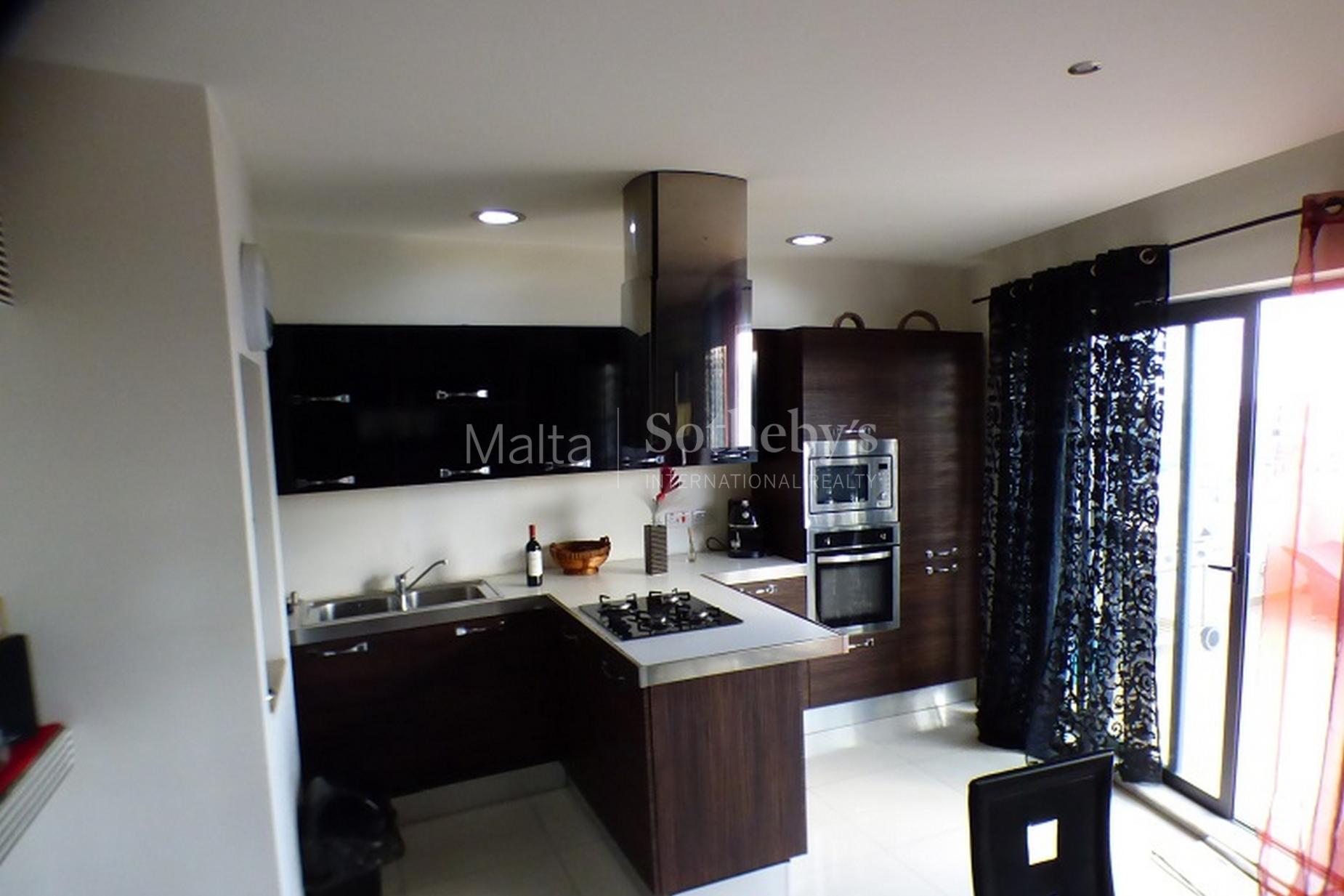 2 bed Penthouse For Rent in Gzira, Gzira - thumb 2