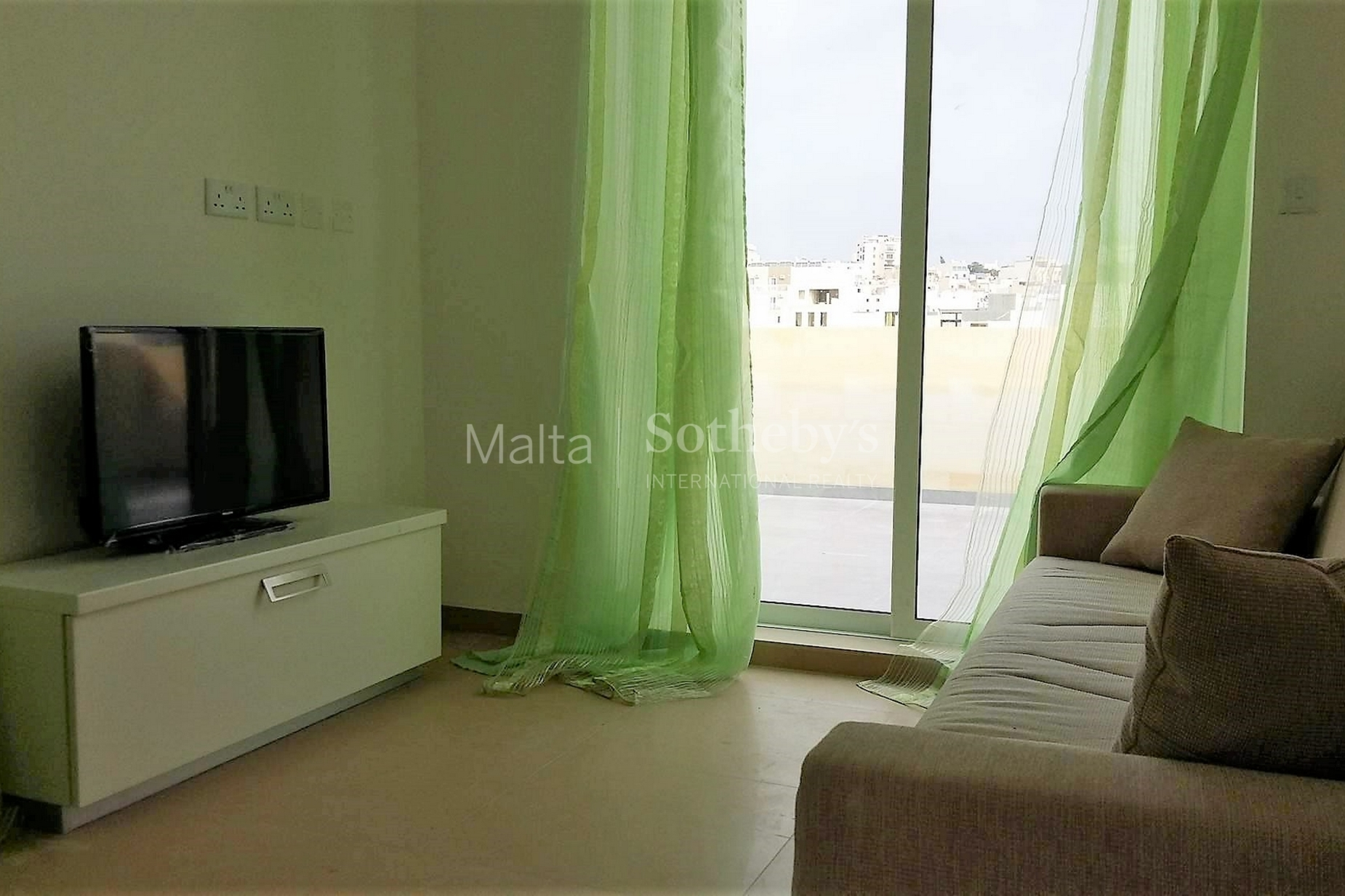 2 bed Penthouse For Rent in Gzira, Gzira - thumb 3