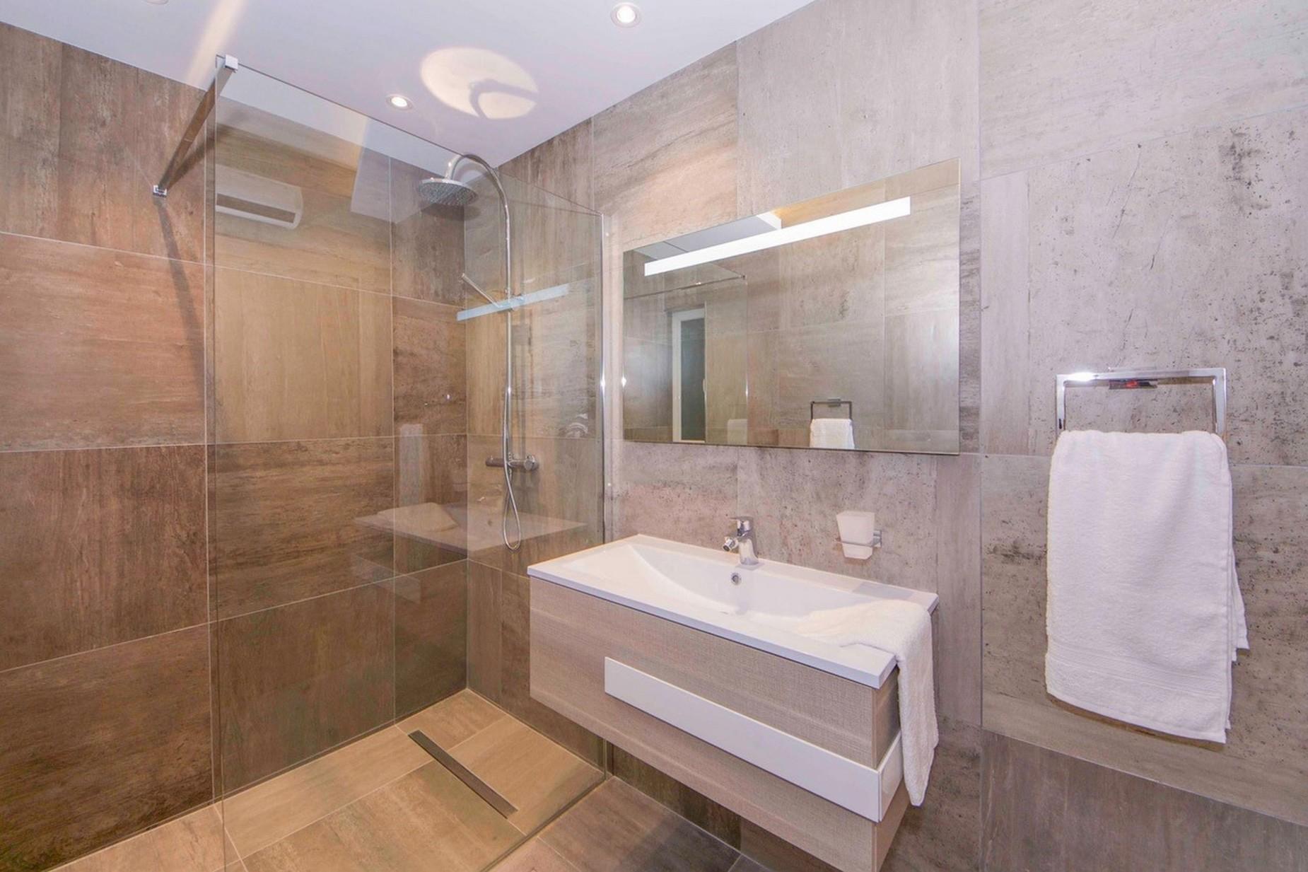 2 bed Apartment For Rent in Qawra, Qawra - thumb 11