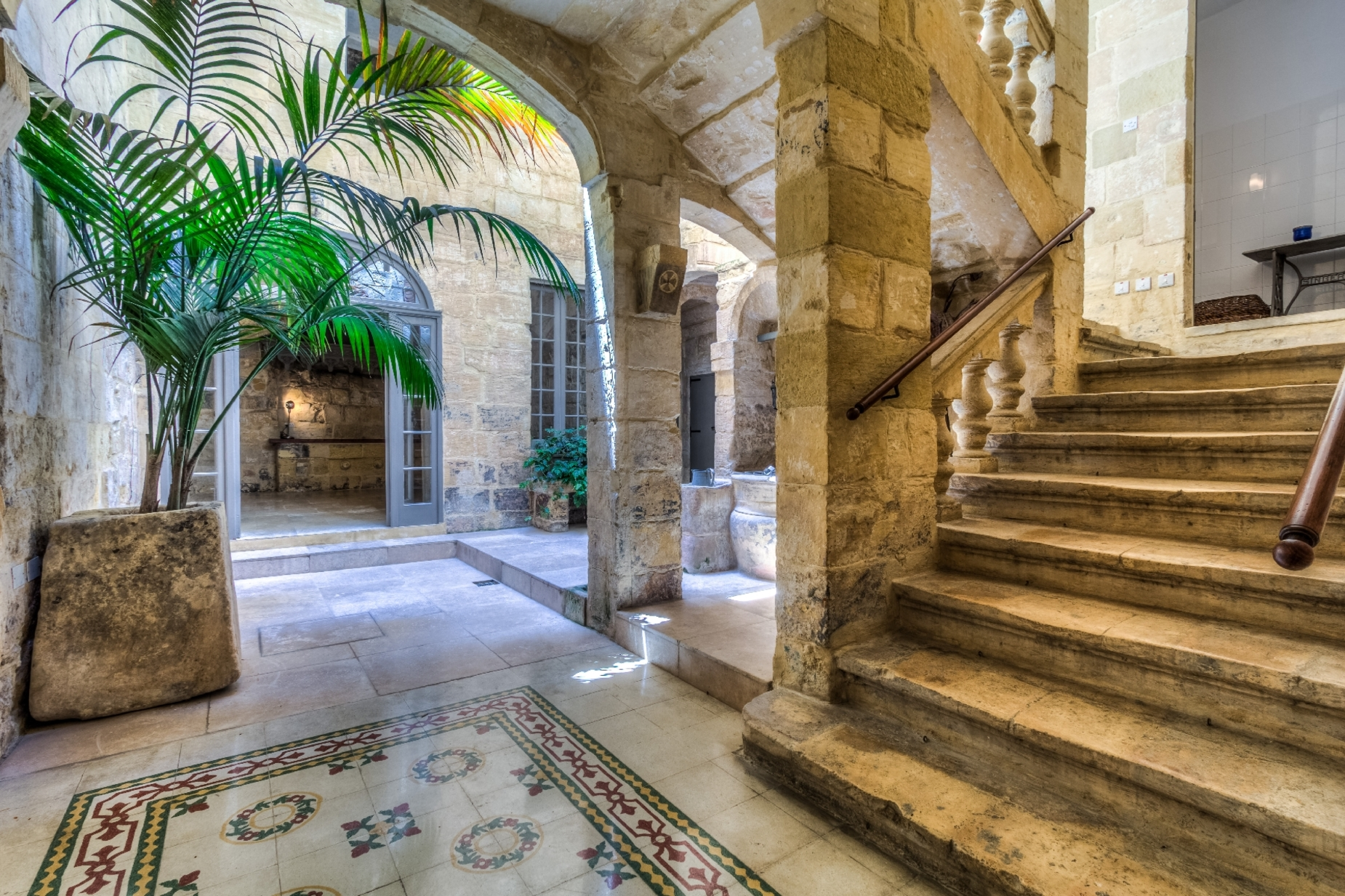 6 bed Palazzo For Sale in Valletta, Valletta - thumb 2