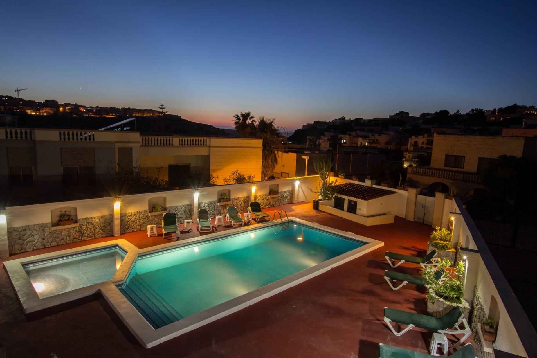 6 bed Villa For Rent in Mellieha, Mellieha - thumb 2