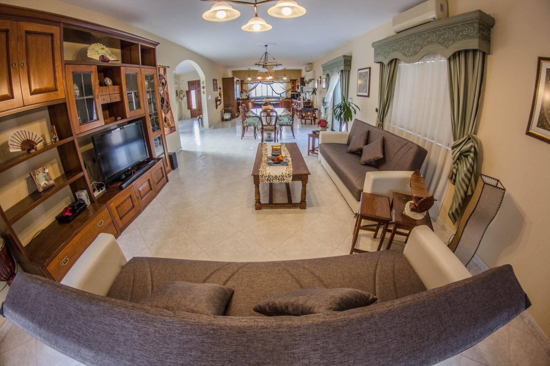 6 bed Villa For Rent in Mellieha, Mellieha - thumb 4