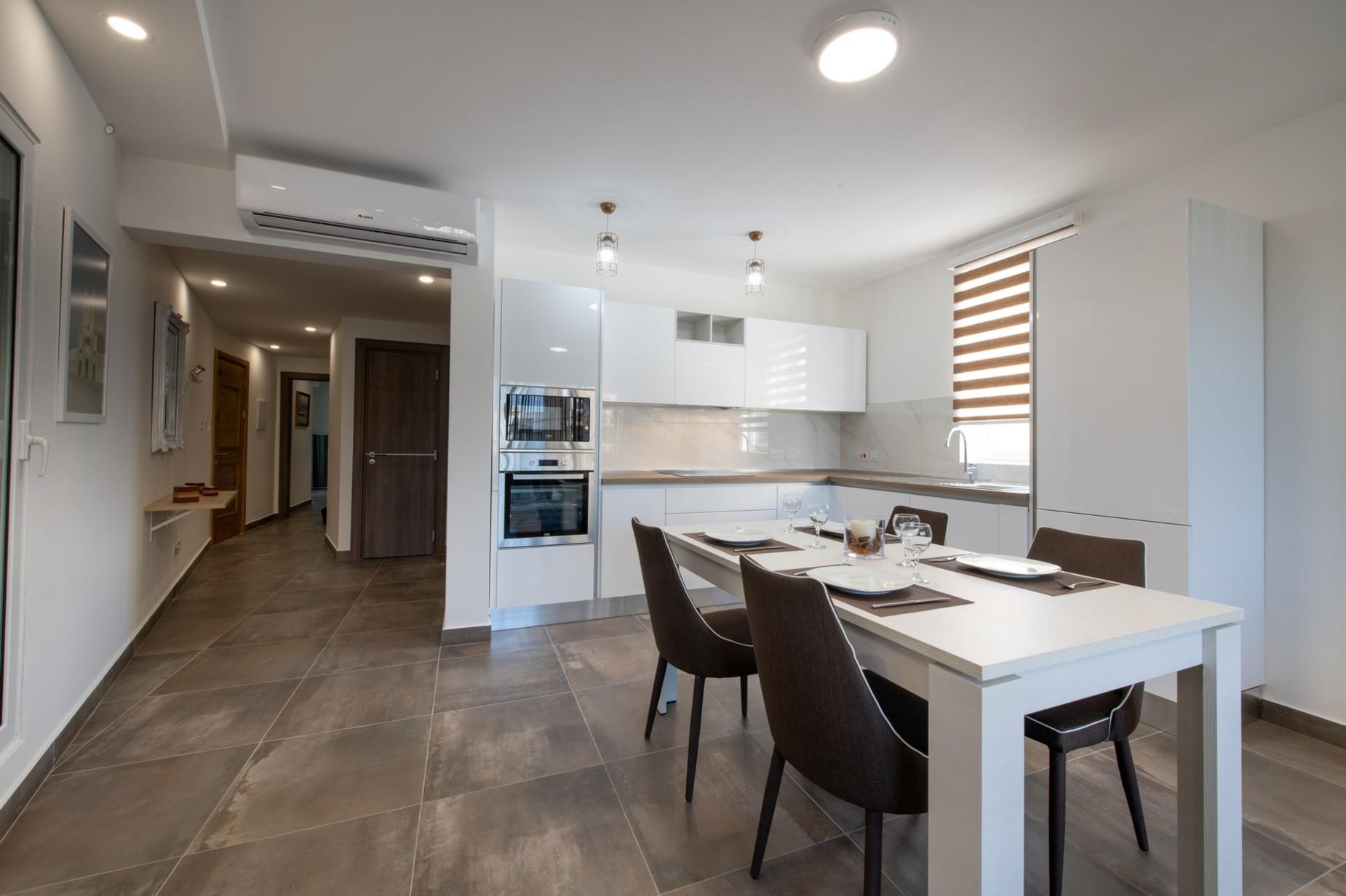 2 bed Apartment For Rent in Ta' Xbiex, Ta' Xbiex - thumb 3