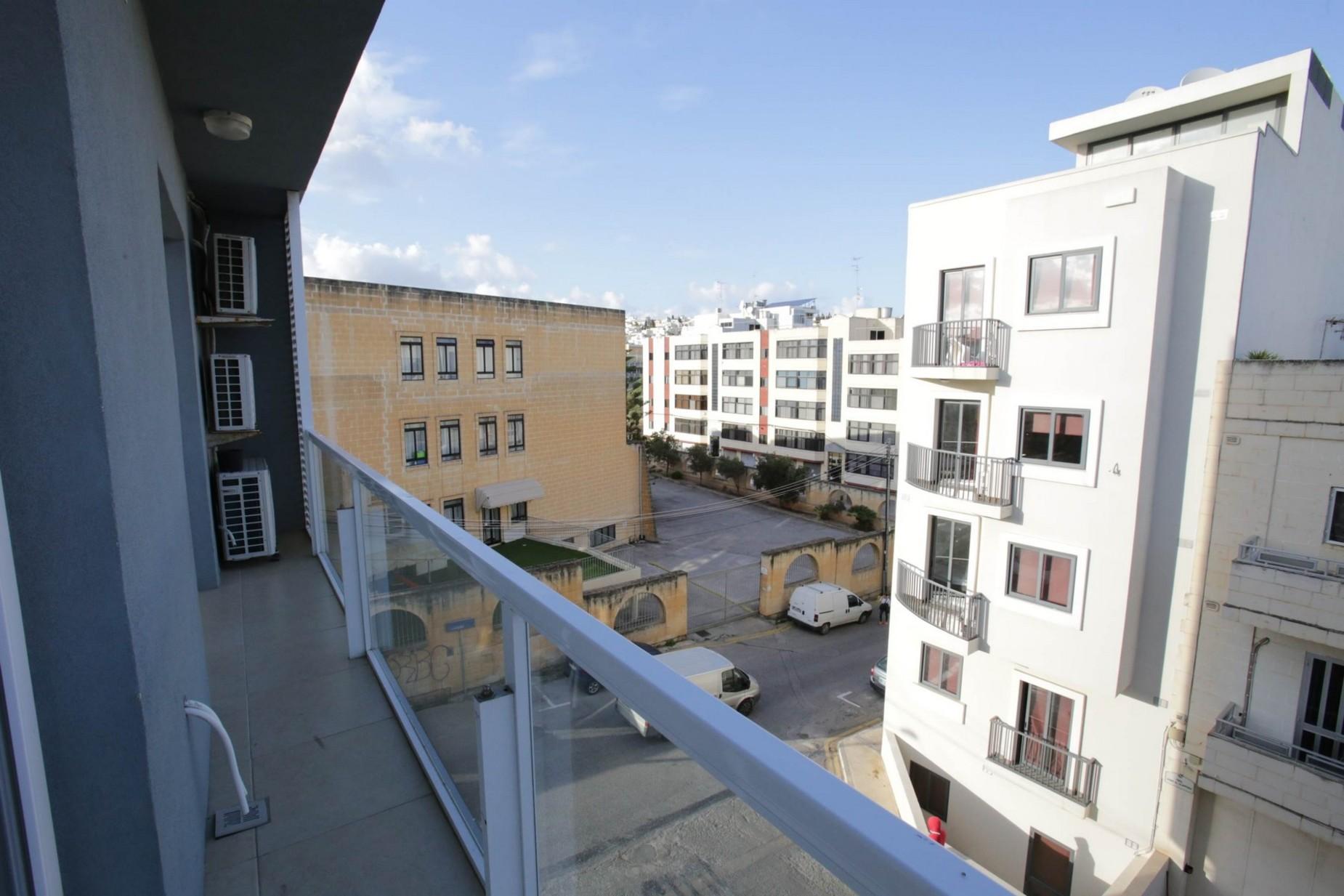 3 bed Apartment For Rent in Gzira, Gzira - thumb 19