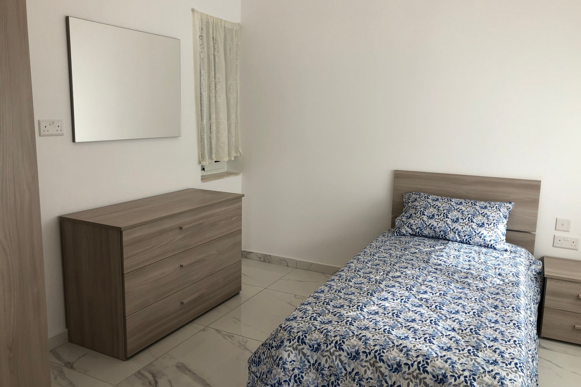 3 bed Penthouse For Rent in Bahar ic-Caghaq, Bahar ic-Caghaq - thumb 7