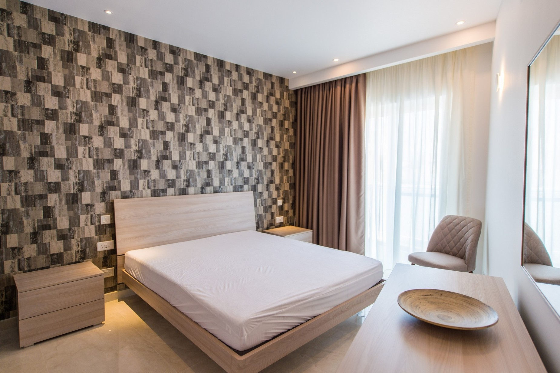 2 bed Penthouse For Rent in Ta' Xbiex, Ta' Xbiex - thumb 7