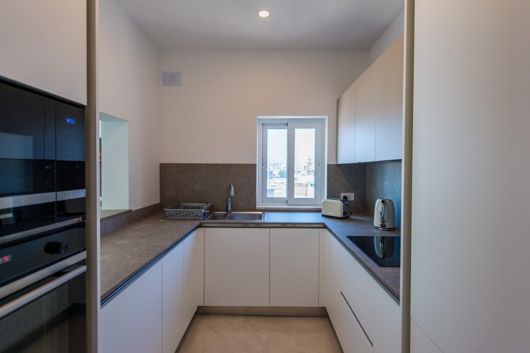 2 bed Penthouse For Rent in Ta' Xbiex, Ta' Xbiex - thumb 6