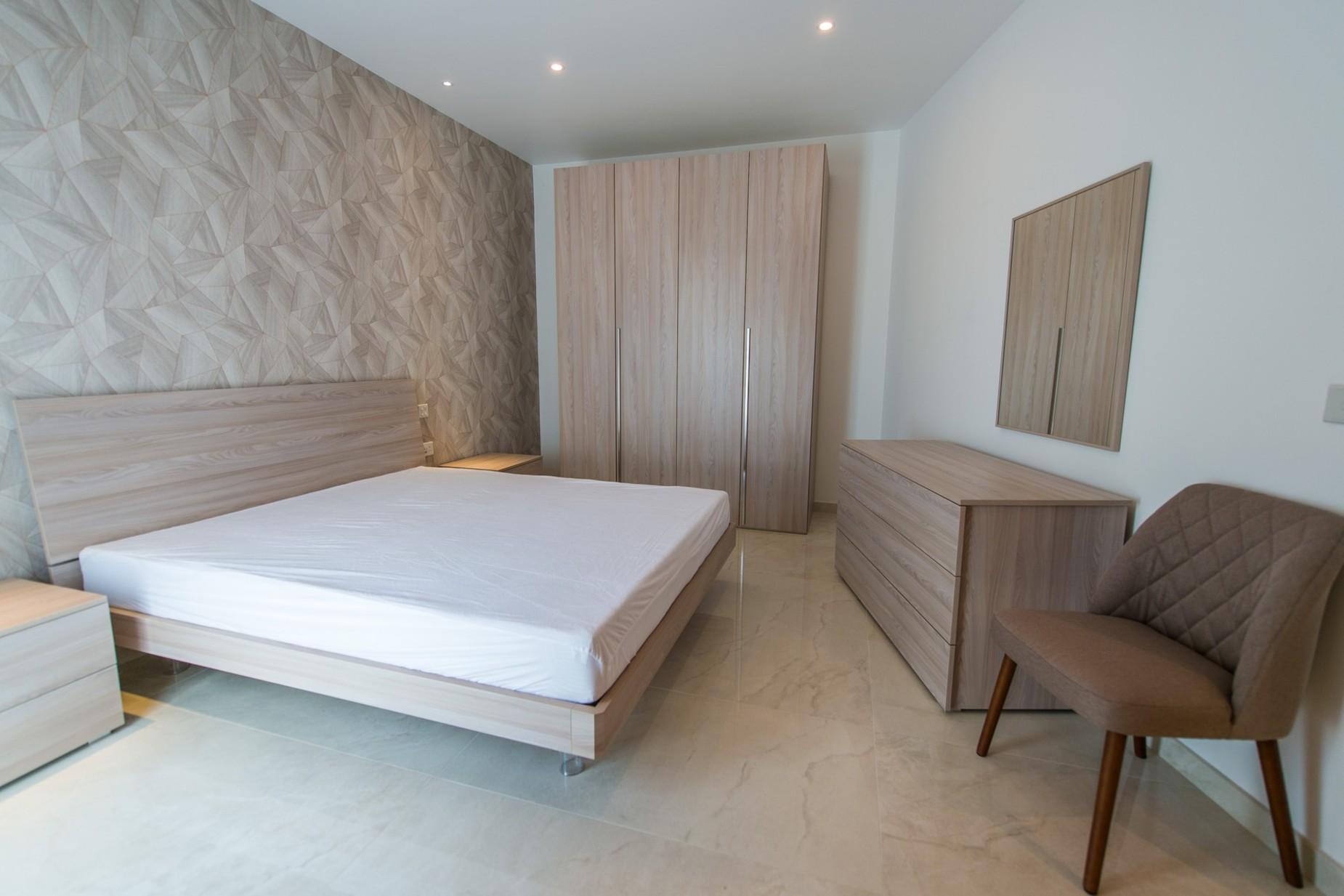 2 bed Penthouse For Rent in Ta' Xbiex, Ta' Xbiex - thumb 8