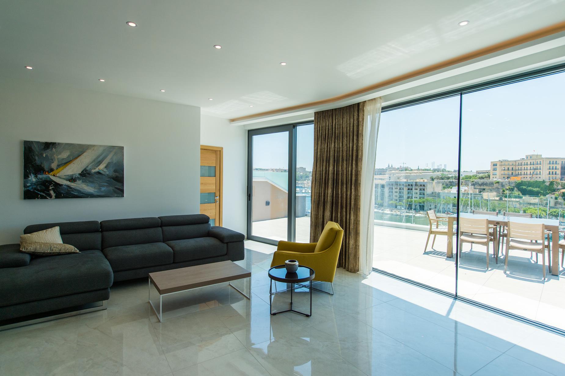 2 bed Penthouse For Rent in Ta' Xbiex, Ta' Xbiex - thumb 11