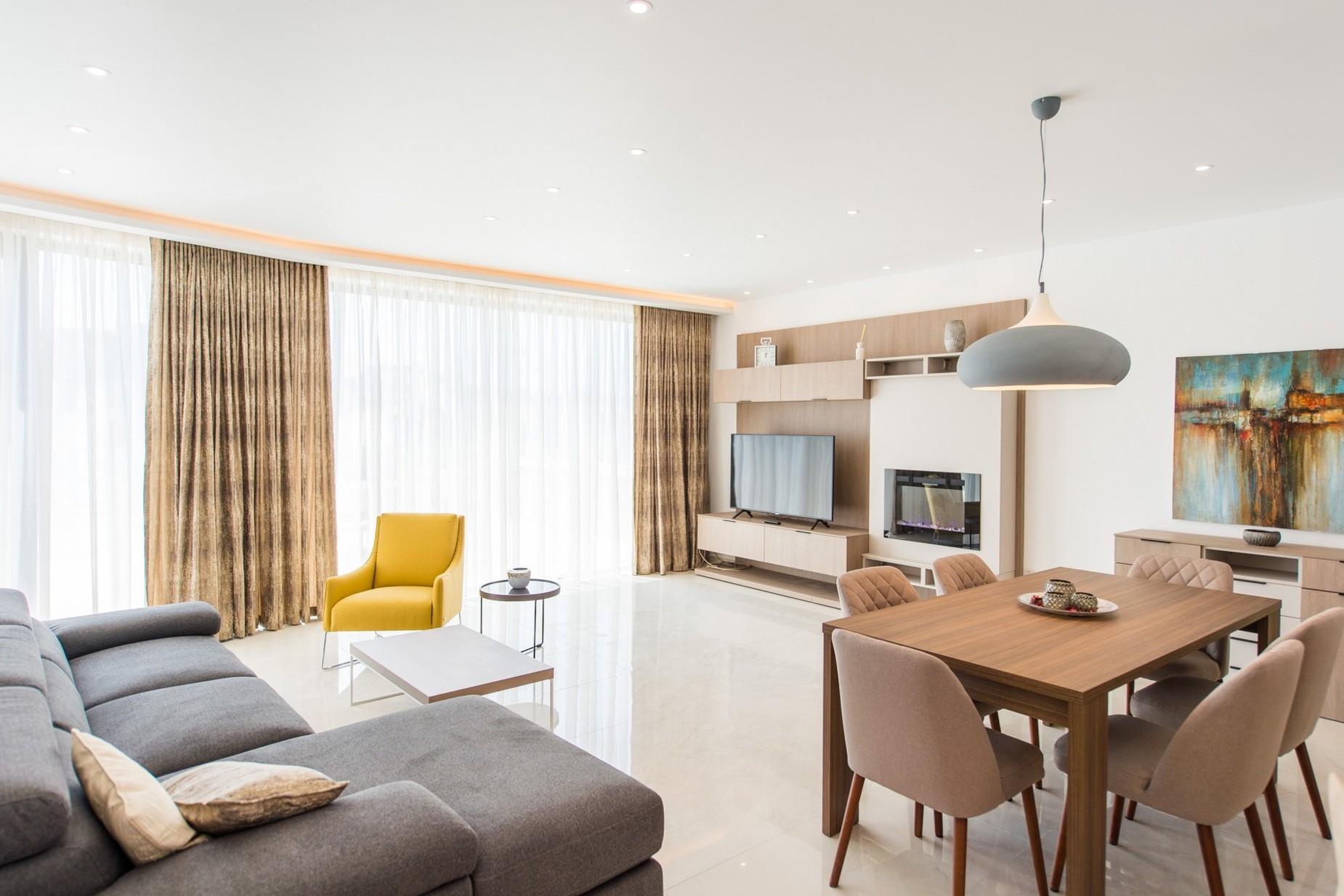 2 bed Penthouse For Rent in Ta' Xbiex, Ta' Xbiex - thumb 3