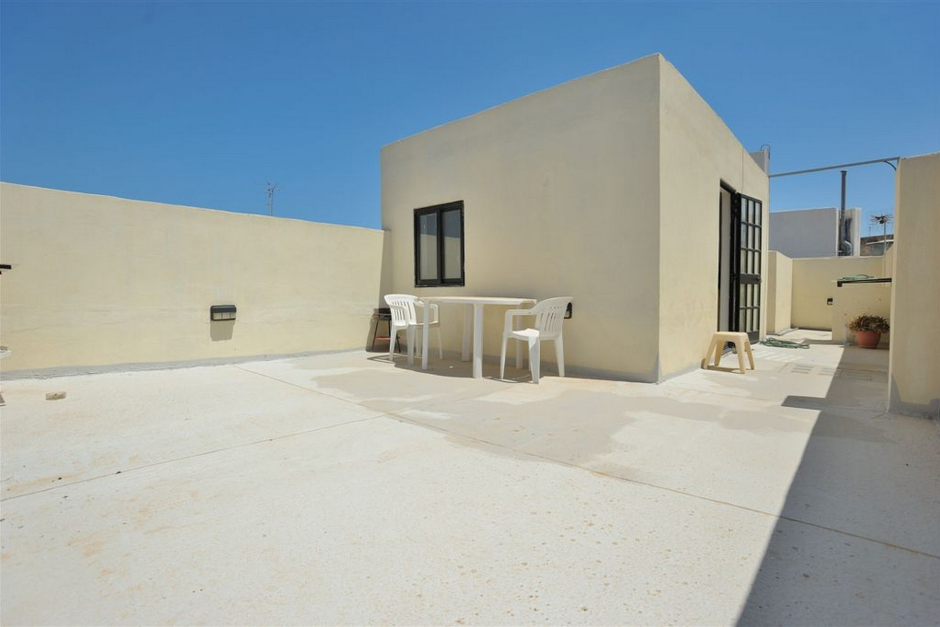 3 bed Penthouse For Rent in Gzira, Gzira - thumb 9