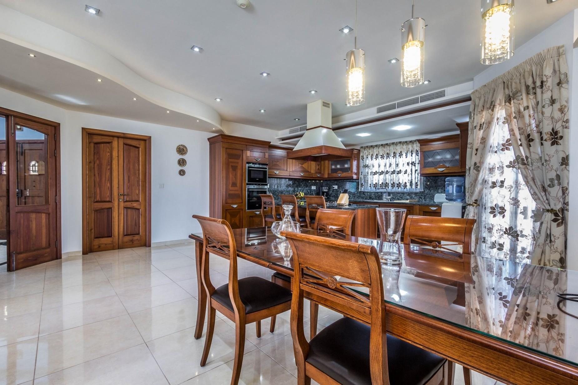 4 bed Villa For Sale in Naxxar, Naxxar - thumb 7