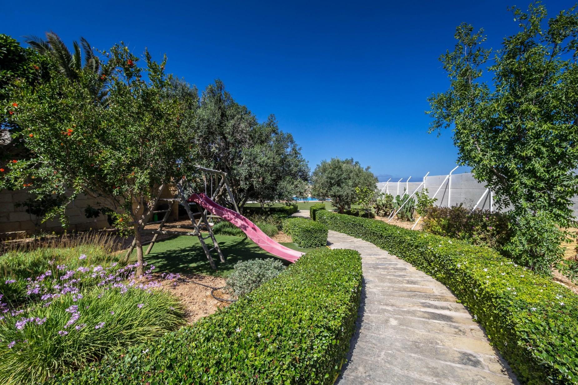 4 bed Villa For Sale in Naxxar, Naxxar - thumb 3