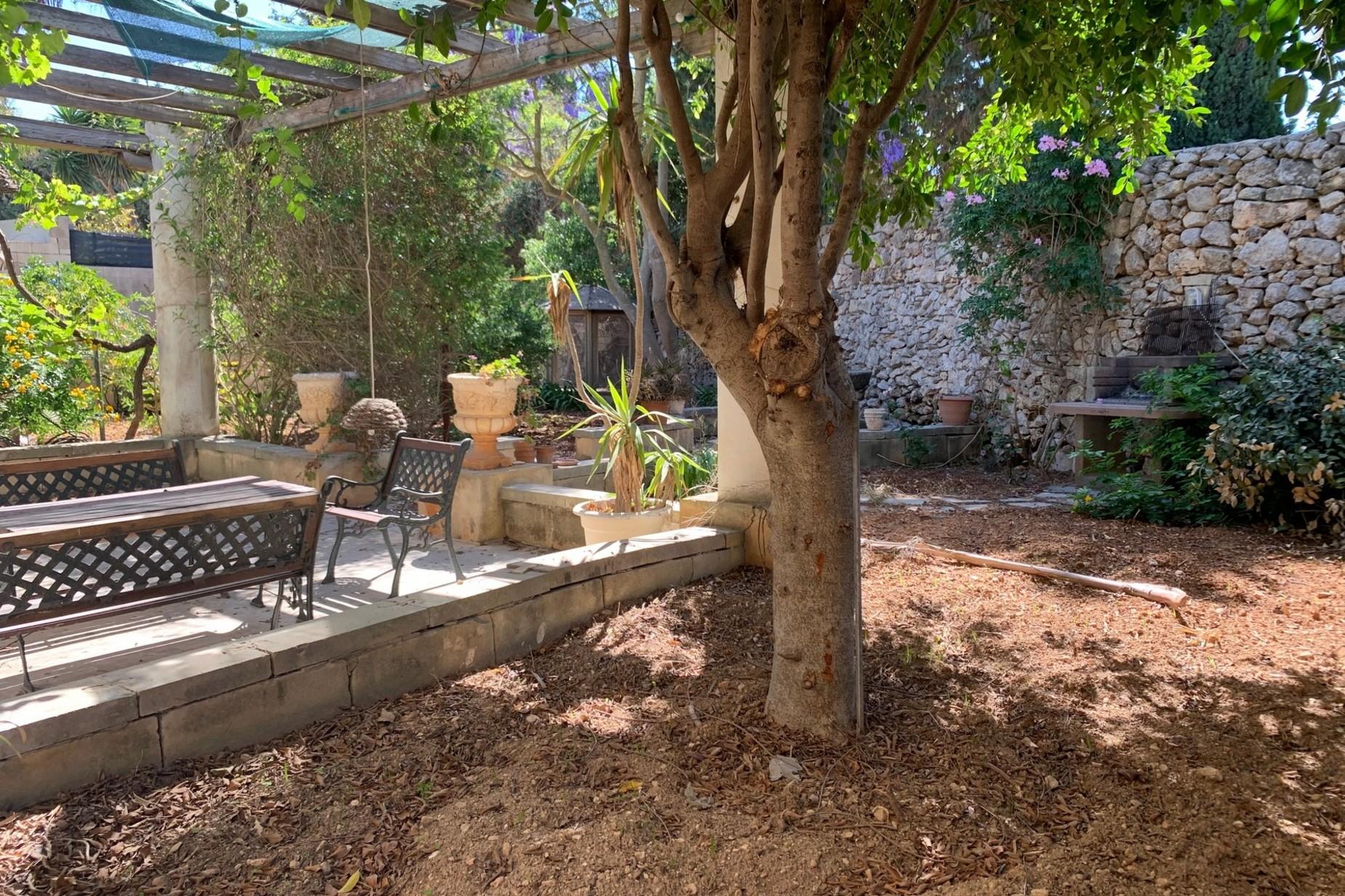 6 bed Villa For Rent in Naxxar, Naxxar - thumb 2