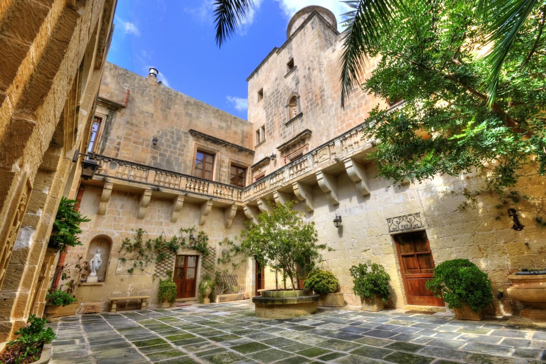 4 bed Palazzo For Sale in Qormi, Qormi - thumb 2