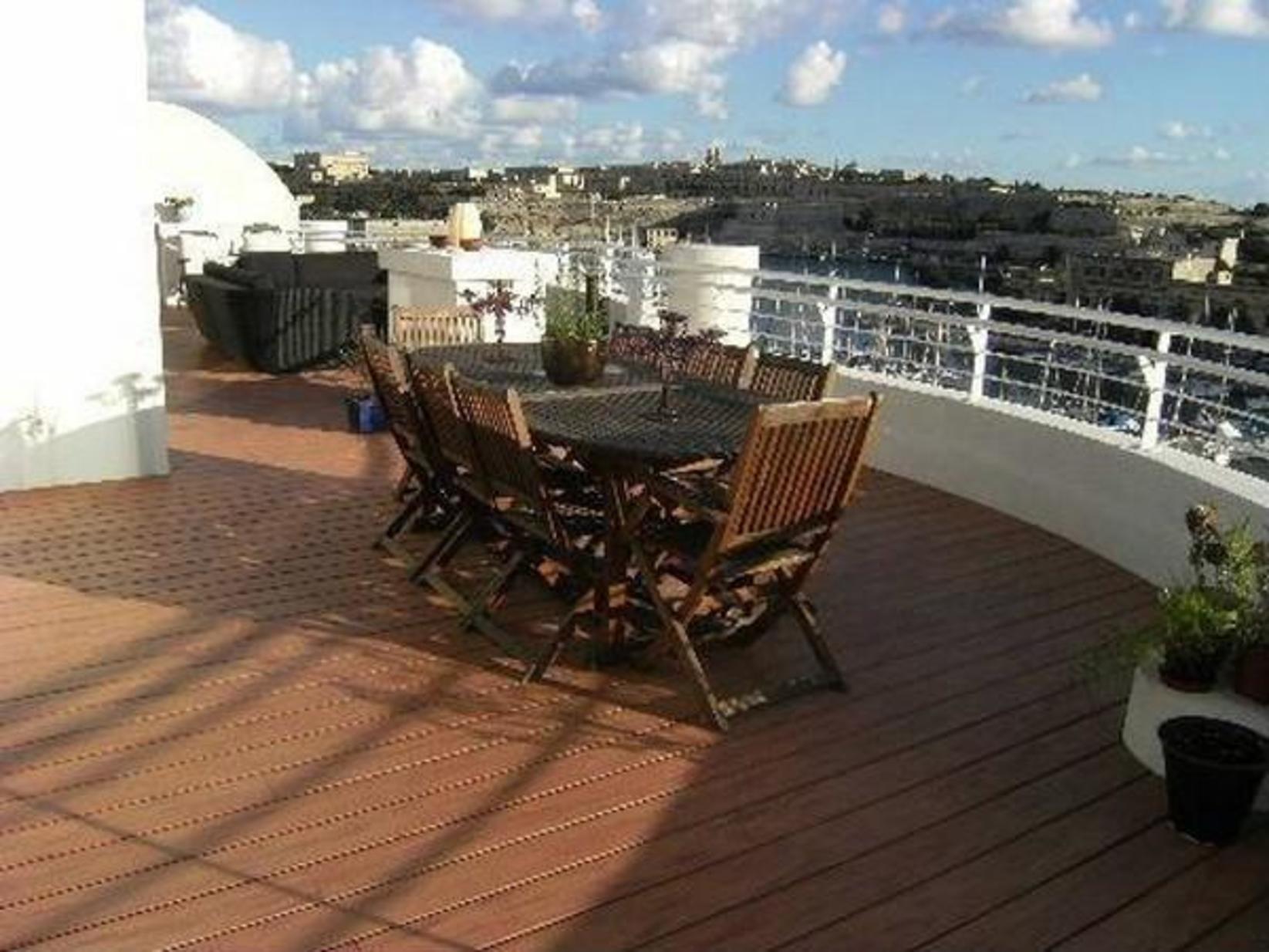 7 bed Penthouse For Rent in Ta' Xbiex, Ta' Xbiex - thumb 3