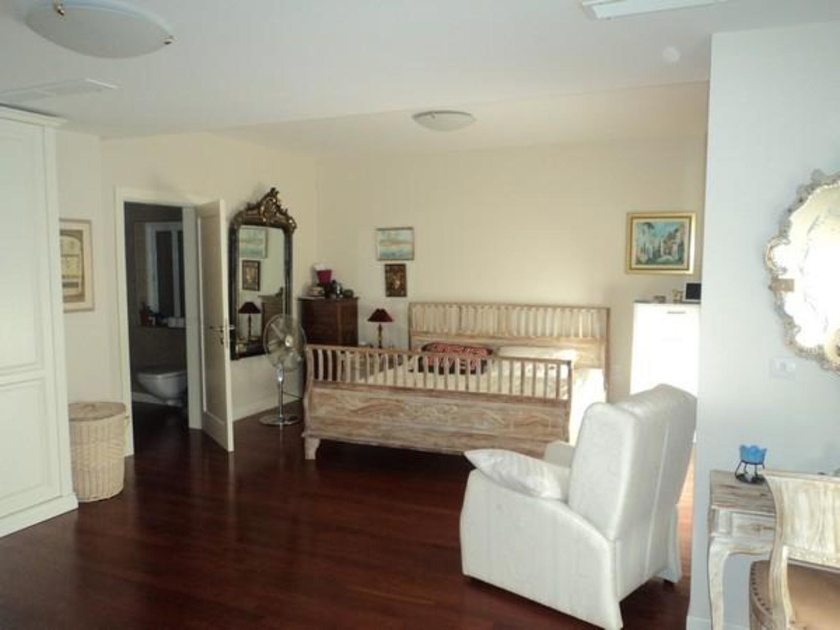 7 bed Penthouse For Rent in Ta' Xbiex, Ta' Xbiex - thumb 8