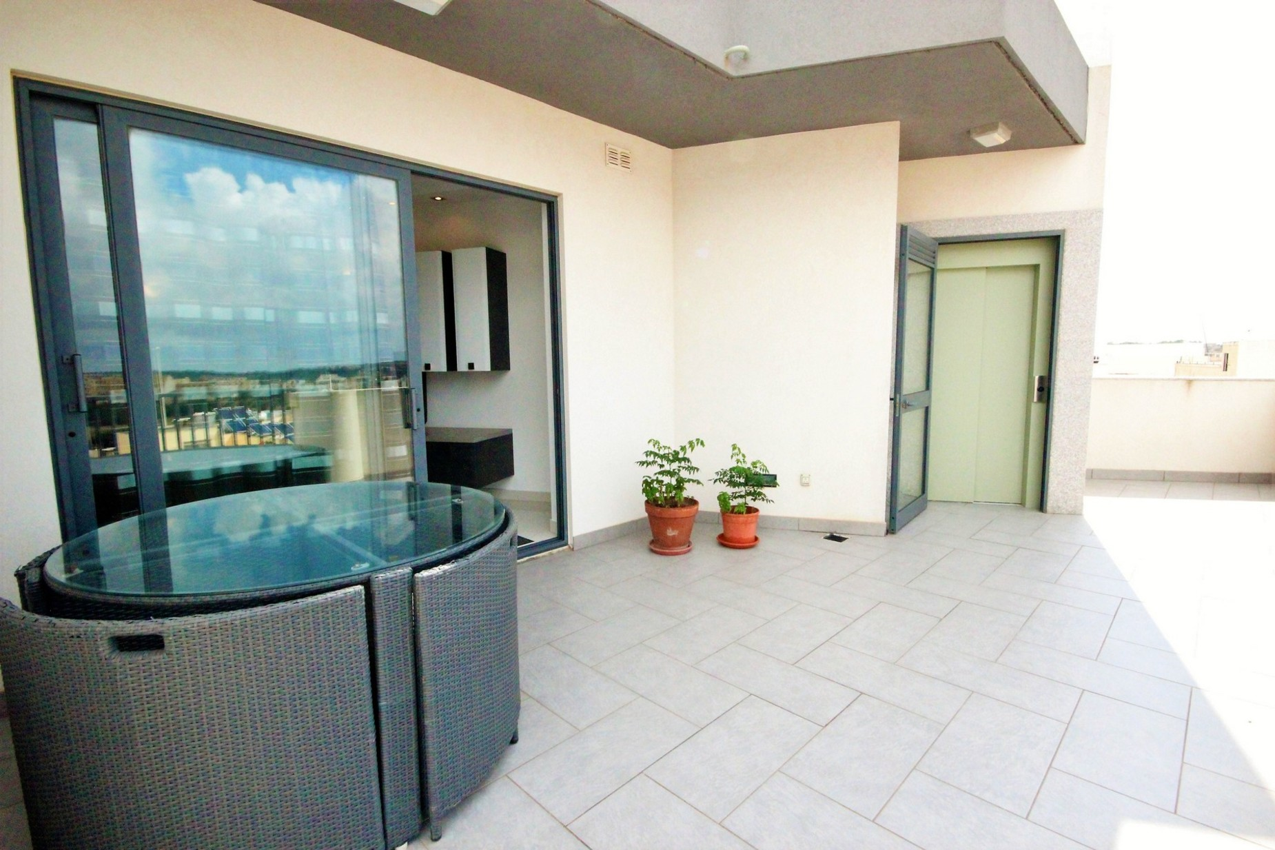 2 bed Penthouse For Rent in Rabat, Rabat - thumb 8