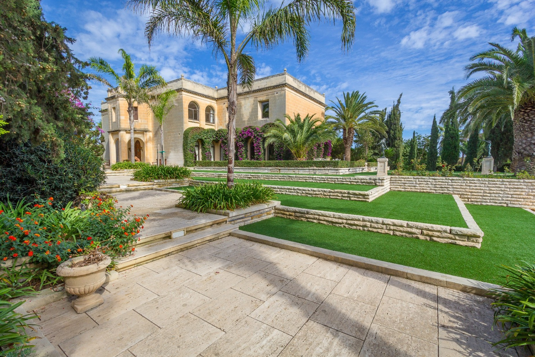 5 bed Villa For Rent in Iklin, Iklin - thumb 6