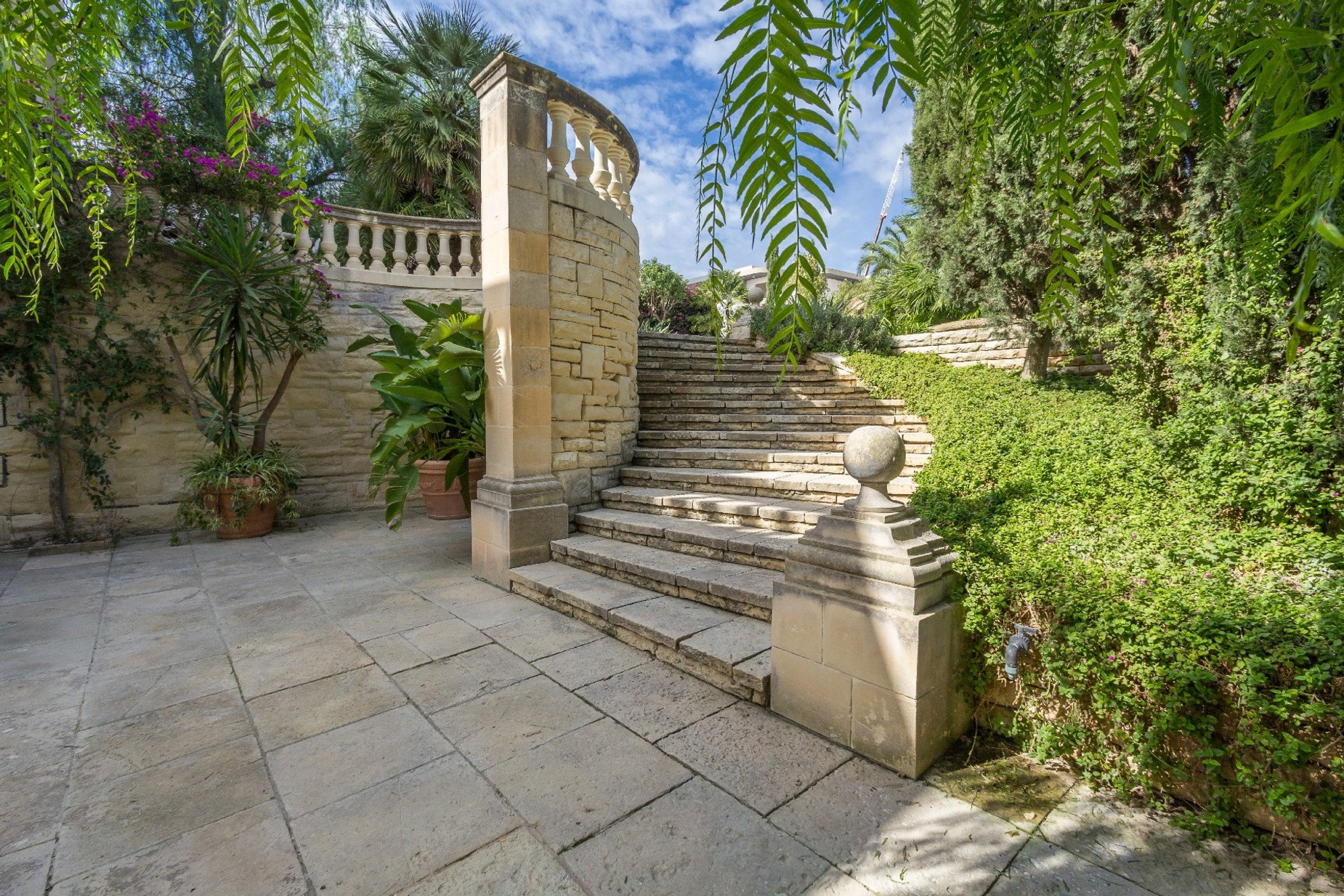 5 bed Villa For Rent in Iklin, Iklin - thumb 9