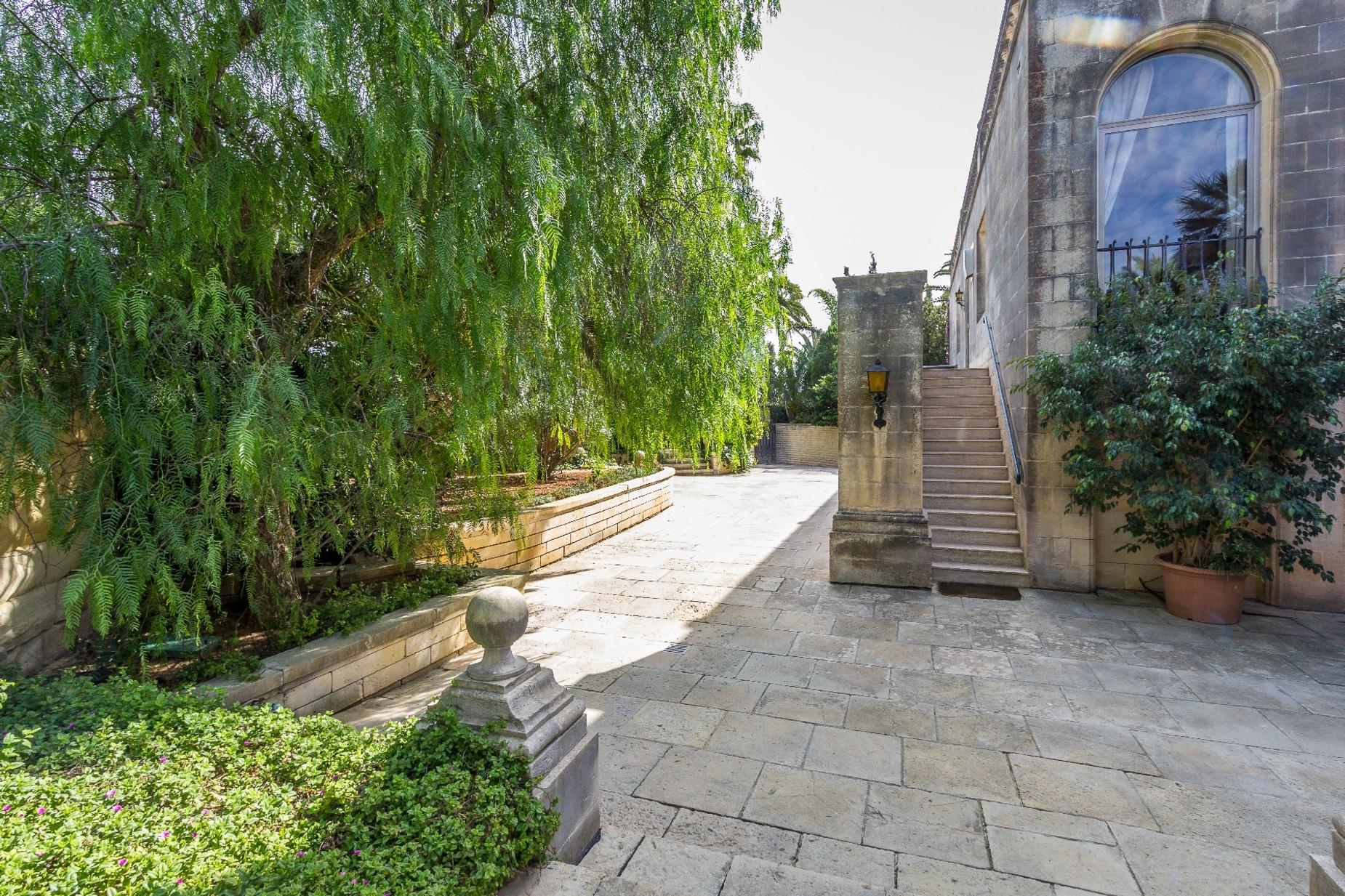 5 bed Villa For Rent in Iklin, Iklin - thumb 8