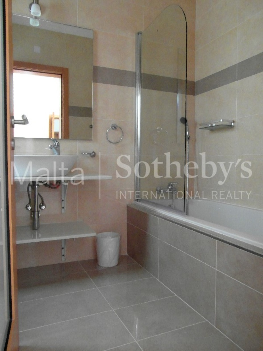 3 bed Penthouse For Rent in Sliema, Sliema - thumb 9