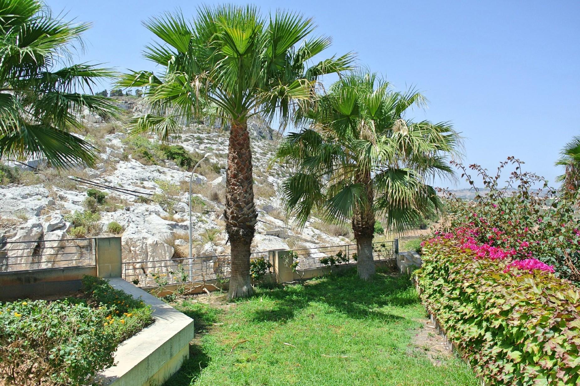 4 bed Villa For Rent in Bahar ic-Caghaq, Bahar ic-Caghaq - thumb 7