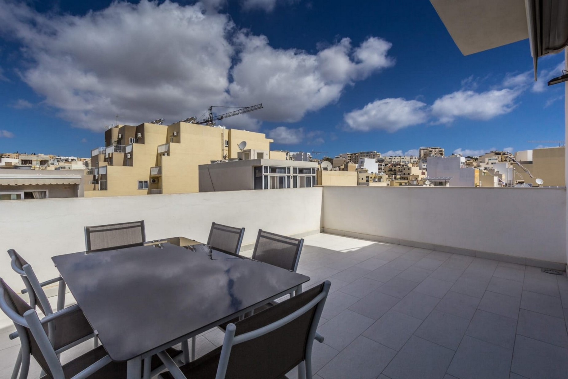 3 bed Penthouse For Rent in Gzira, Gzira - thumb 2