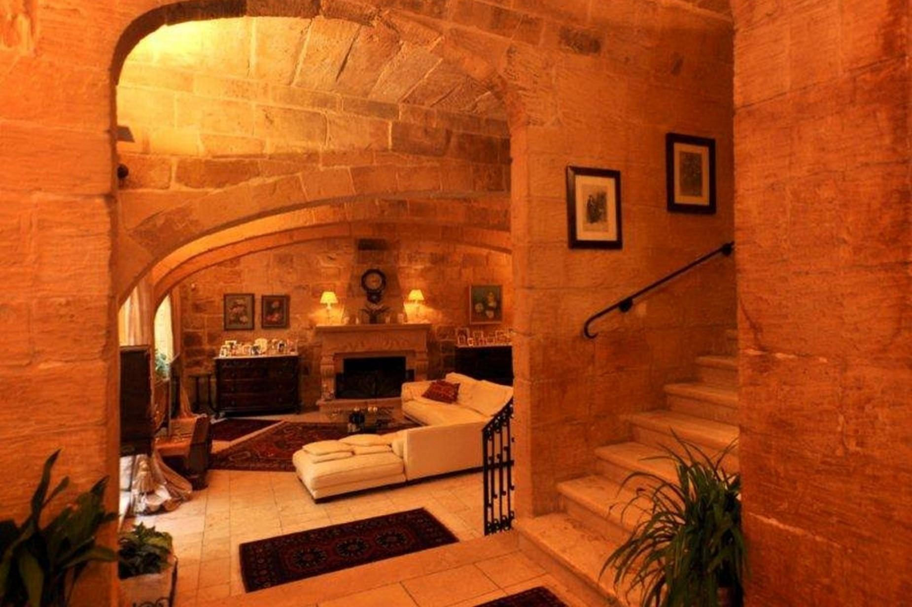 4 bed House of Character For Rent in Birkirkara, Birkirkara - thumb 8