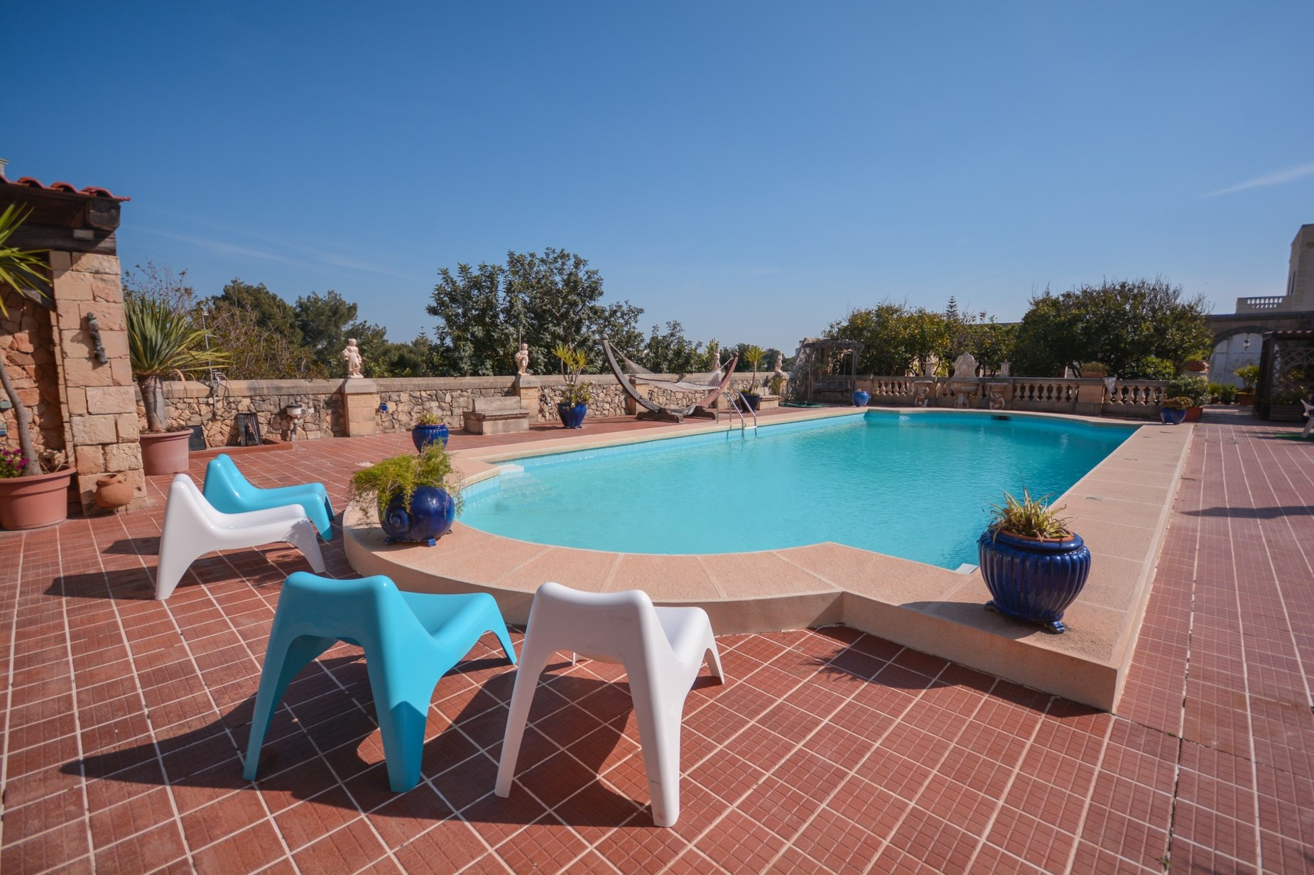 10 bed Villa For Sale in Madliena, Madliena - thumb 3