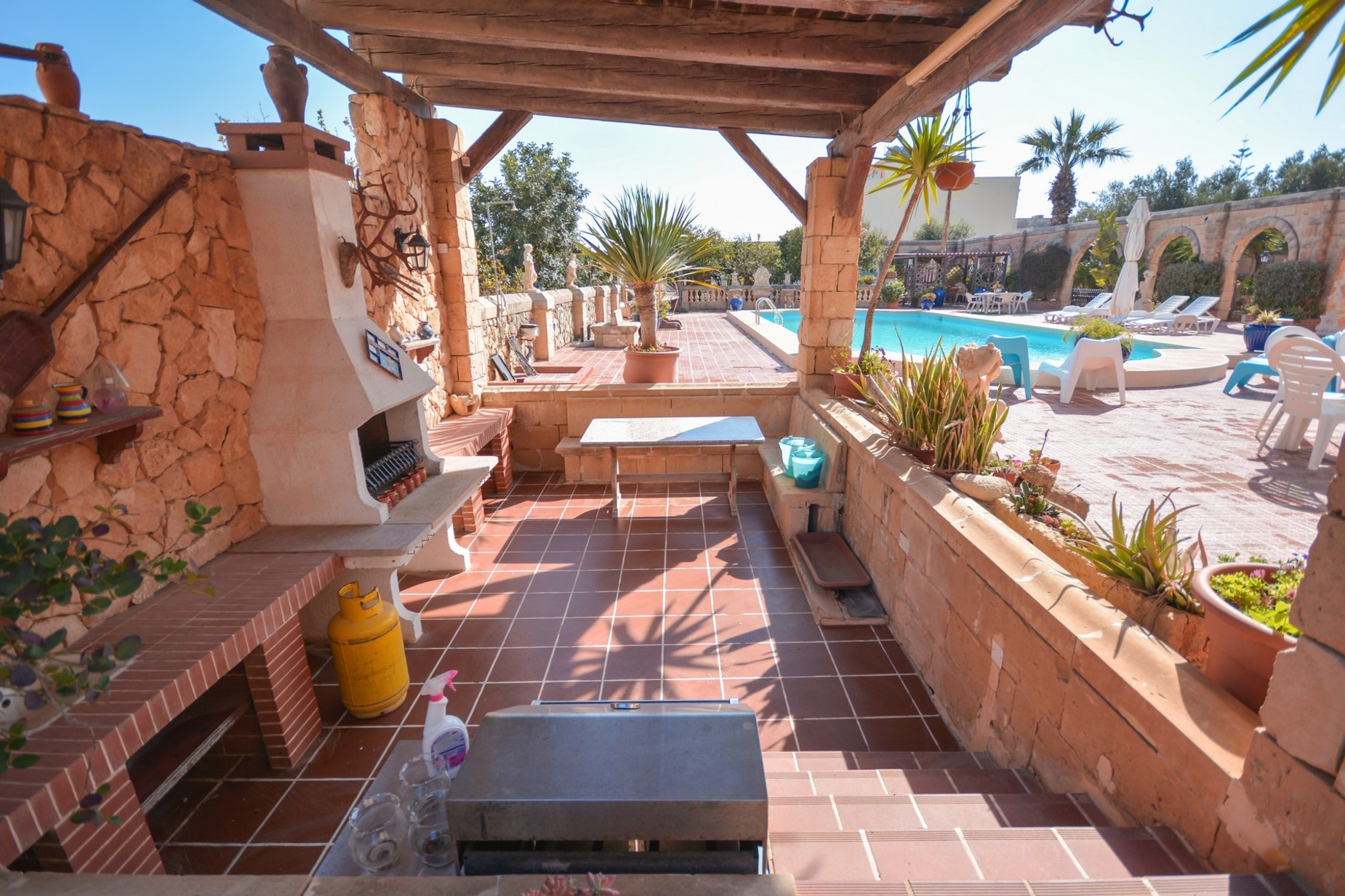 10 bed Villa For Sale in Madliena, Madliena - thumb 2