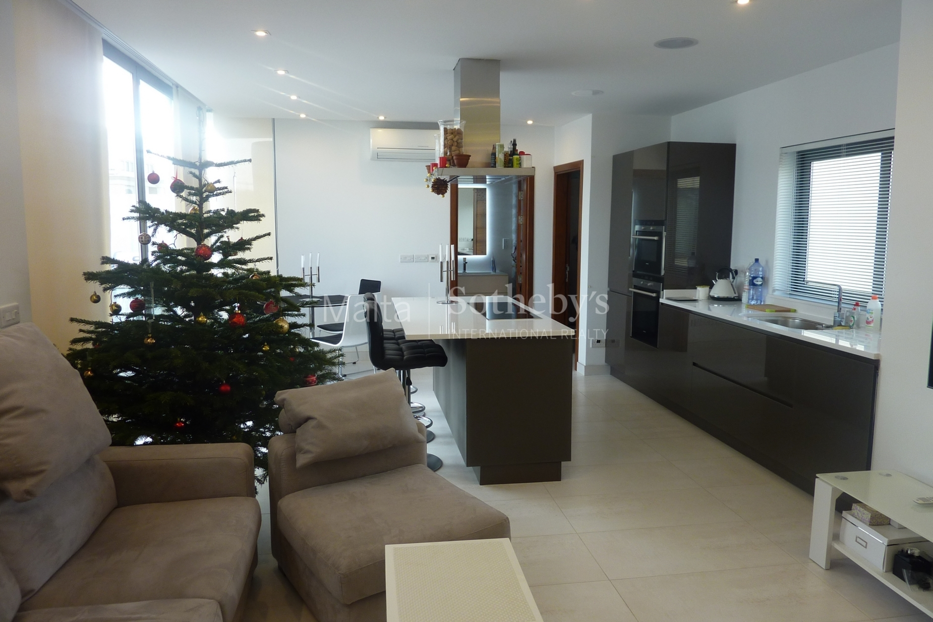 0 bed Penthouse For Rent in St Julian's, St Julian's - thumb 3