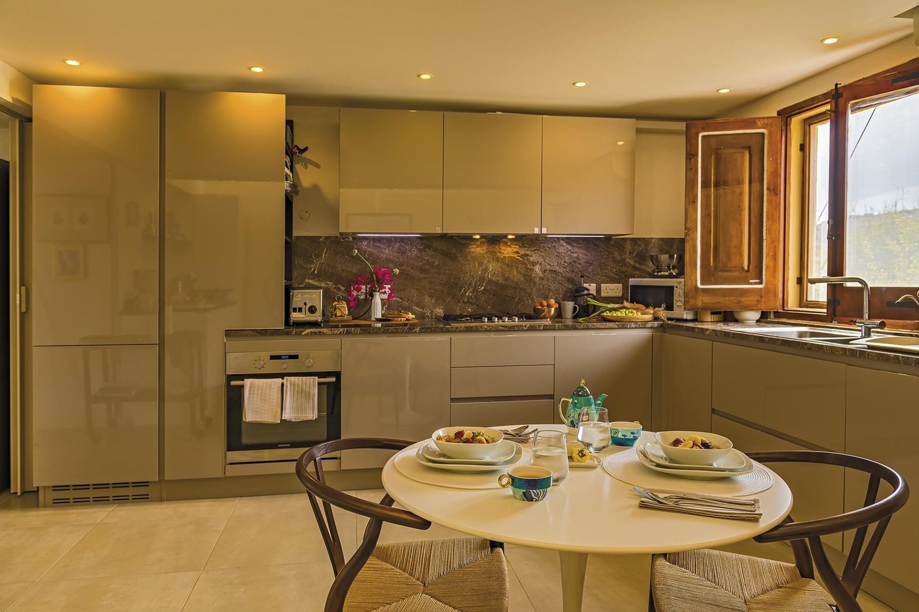 6 bed Villa For Rent in Qala, Qala - thumb 4