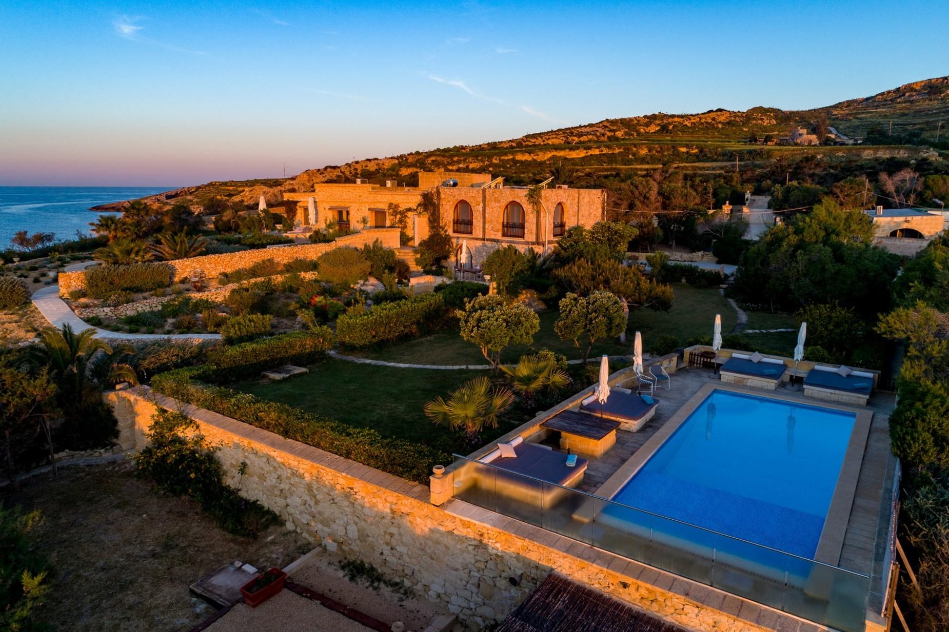 6 bed Villa For Rent in Qala, Qala - thumb 16