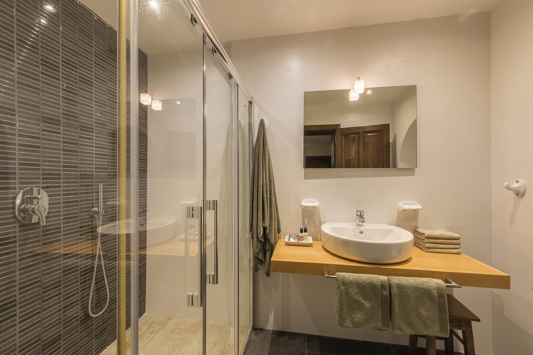 6 bed Villa For Rent in Qala, Qala - thumb 13