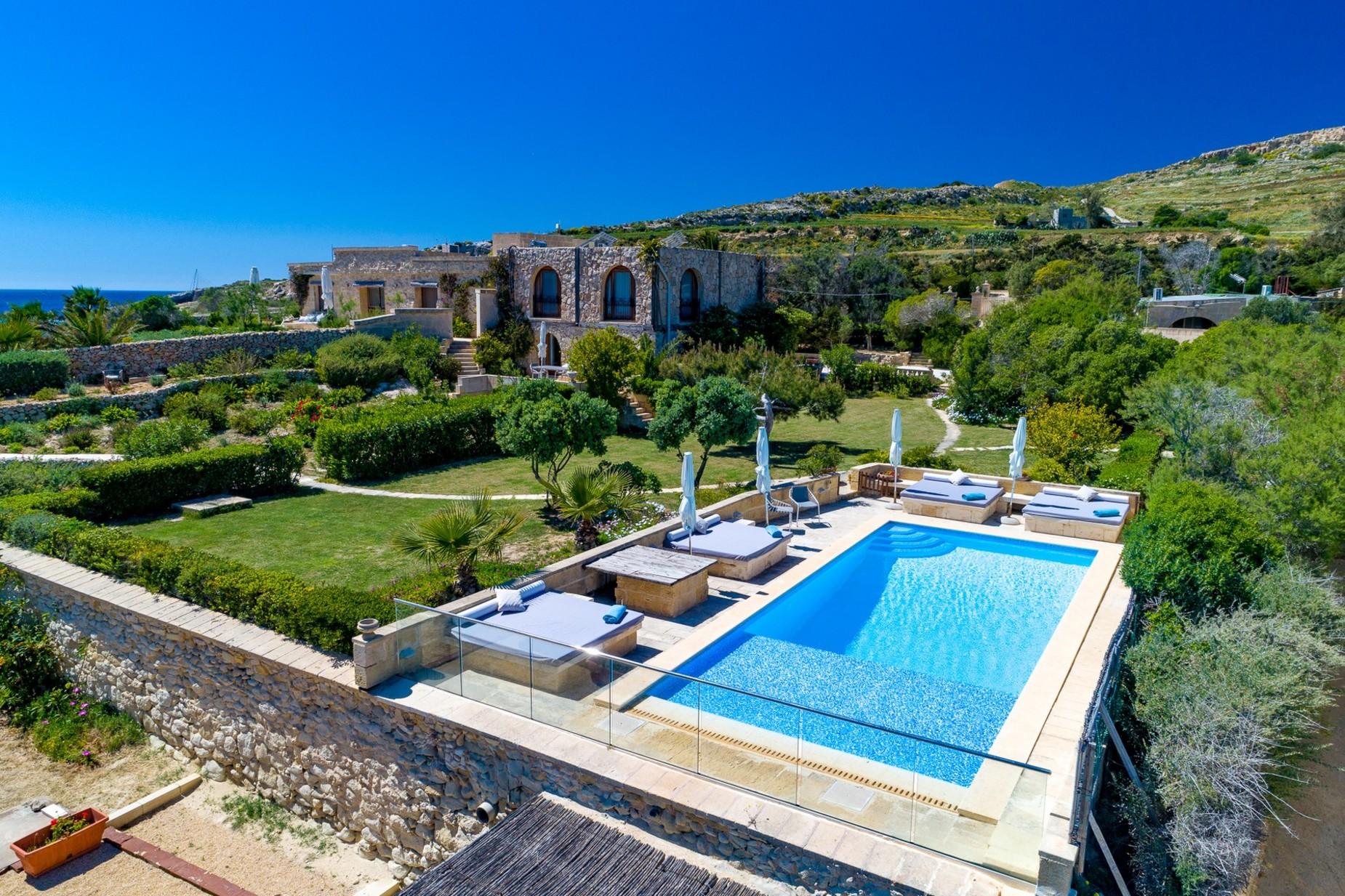 6 bed Villa For Rent in Qala, Qala - thumb 19