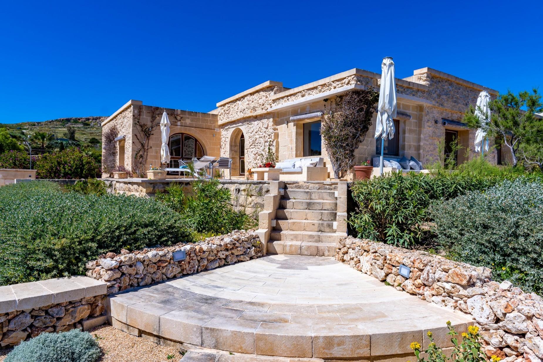 6 bed Villa For Rent in Qala, Qala - thumb 18