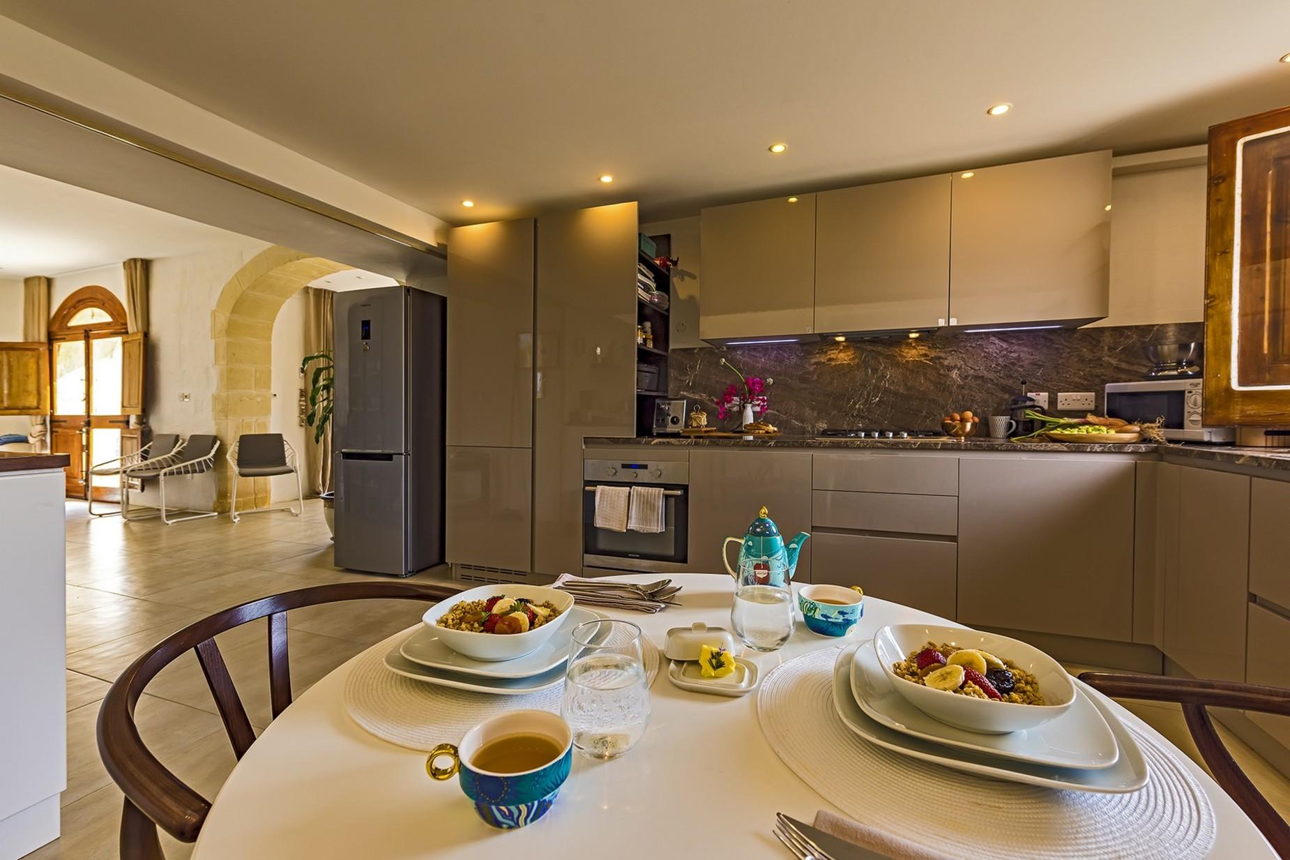 6 bed Villa For Rent in Qala, Qala - thumb 5