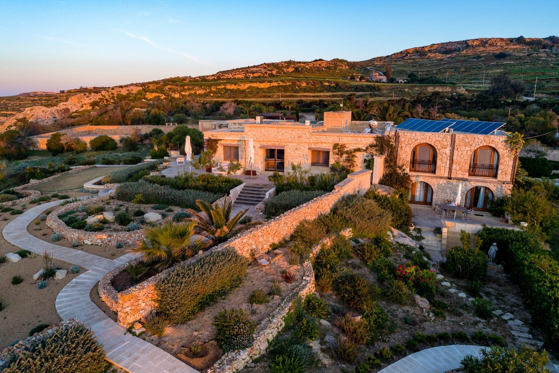 6 bed Villa For Rent in Qala, Qala - thumb 8