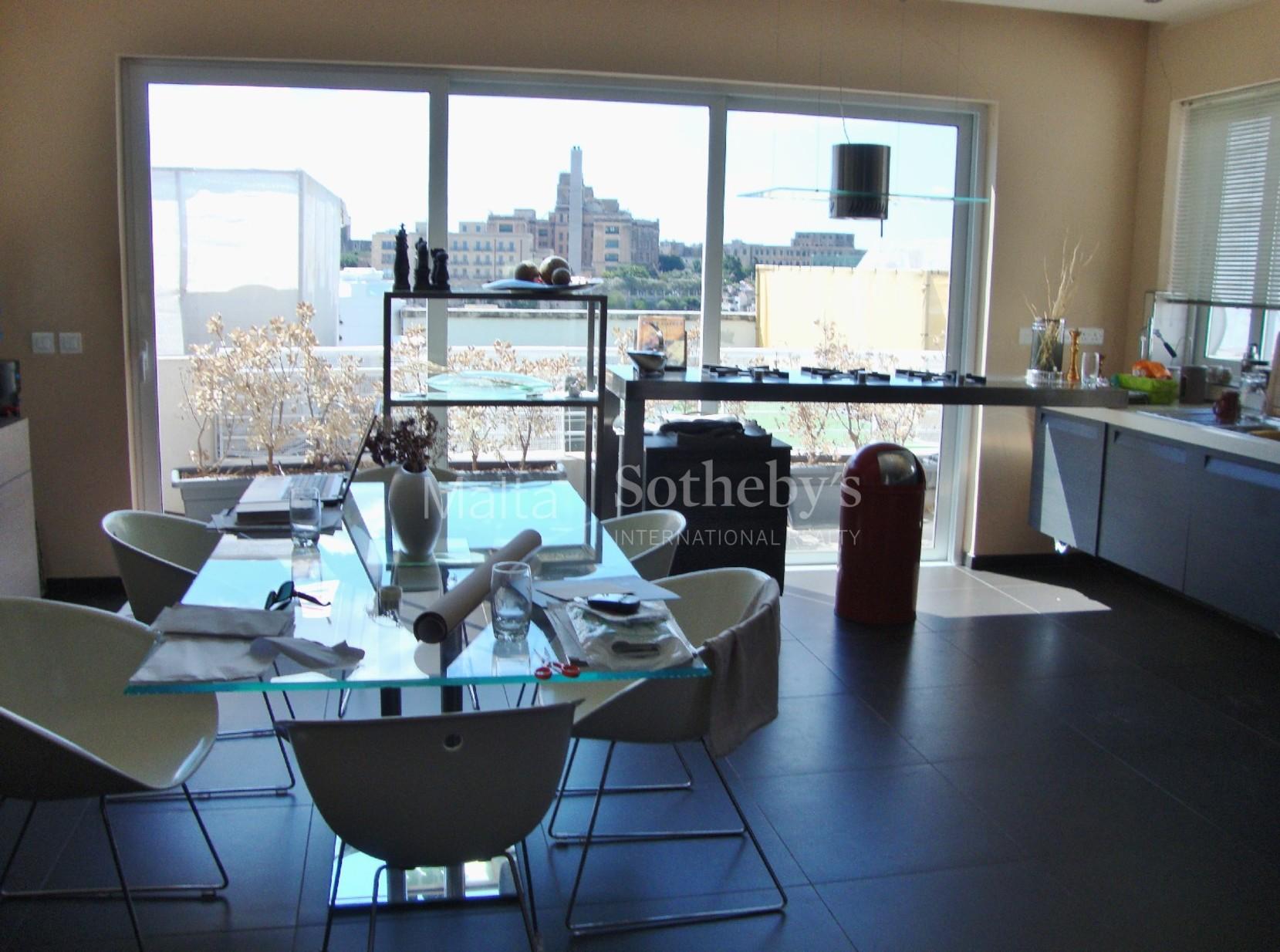 3 bed Penthouse For Rent in Ta' Xbiex, Ta' Xbiex - thumb 4